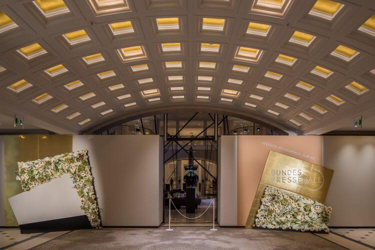 Bundespresseball-2017-Adlon-Eingangsbereich-Willkommenswand